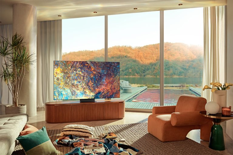 Die QLED- und Neo QLED Technik sorgt für strahlende Bilder, auch in hellen Räumen
