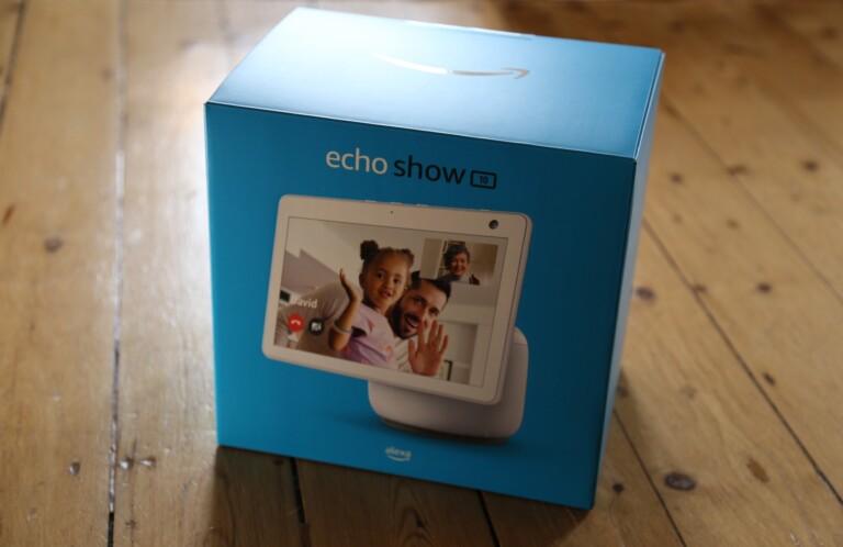 Der Echo Show 10 der 3. Generation möchte den Einstieg leicht machern. Aber eignet er sich auch für Videotelefonie für Senioren? (Foto: Sven Wernicke)