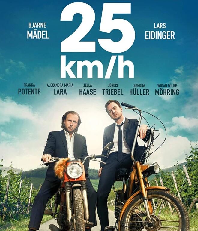 """Kino-Überraschungshit """"25 km/h"""". Hier sind Bjarne Mädel und Lars Eidinger noch auf alten Mofas unterwegs. Eine Fortsetzung könnte """"45 km/h"""" heißen... Bild: Sony Pictures"""