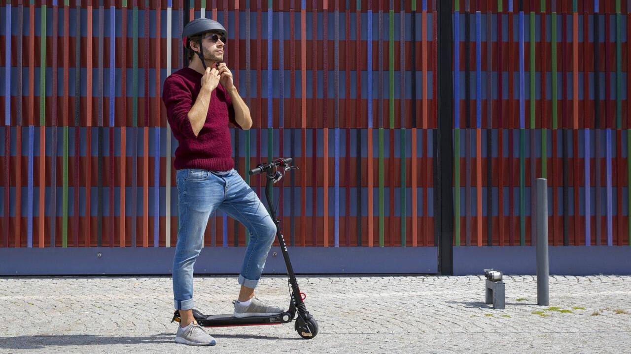 Auf dem E-Scooter durch die Stadt