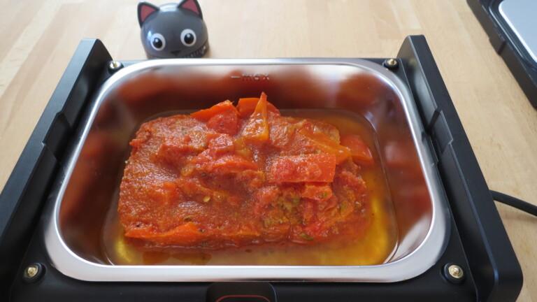 Das Paprika-Gemüse war noch gefroren, als es in die Rommelsbacher HB 100 HeatsBox kam (Bild: Peter Giesecke)