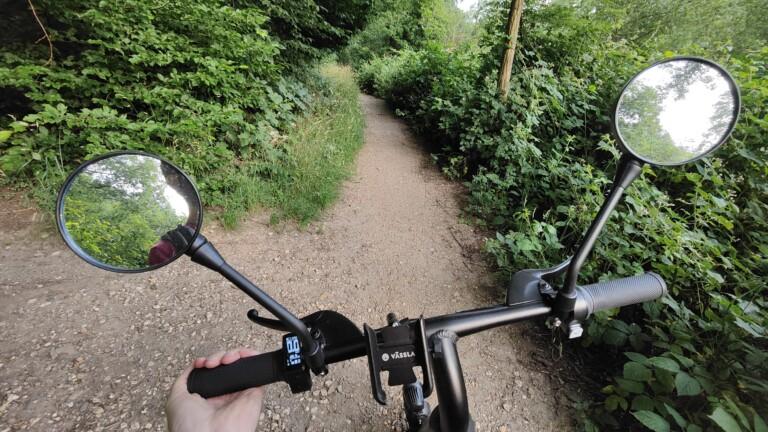 Trotz nicht all zu starken Motors meistert das Vässla Bike auch leichte Schotterpisten.