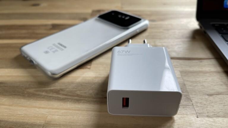 Mi 11 Ultra mit dem 67-Watt-Ladeplug (nicht im Lieferumfang)