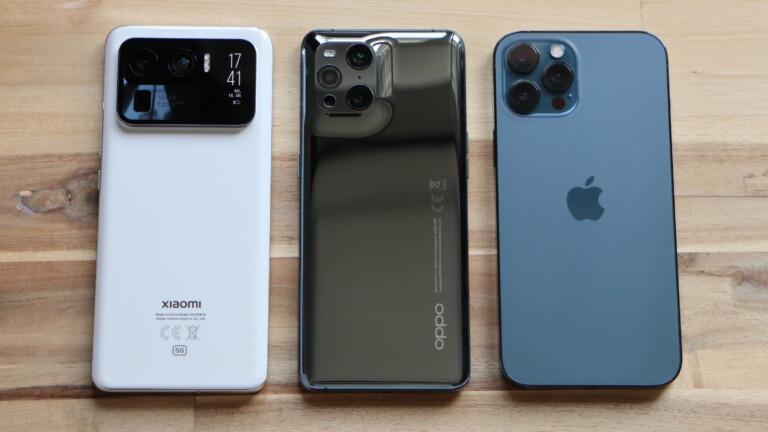 Rückseiten der drei Smartphones Xiaomi Mi 11 Ultra, Oppo Find X3 Pro und iPhone 12 Pro Max